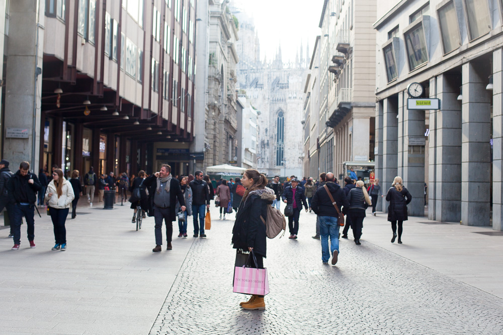 shopping in Milan, street scence
