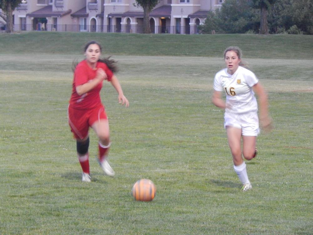 Kiresten Diercks moving the ball