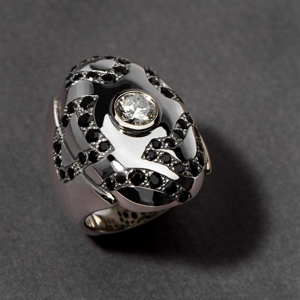Argent Sterling 51 Saphirs Noirs ( 2,54 carats ) Au centre, diamant de la cliente * Ce prix n'inclut pas le diamant