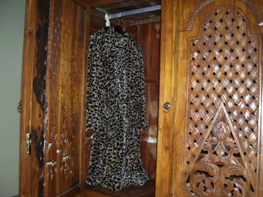 yes, in the humidity of kloof, who wouldn't want to wear a warm fleece robe?
