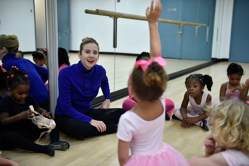 Wiles' visit to the YMCA in Bed-Stuy, December 2015. Photo courtesy of the YMCA of Greater New York.