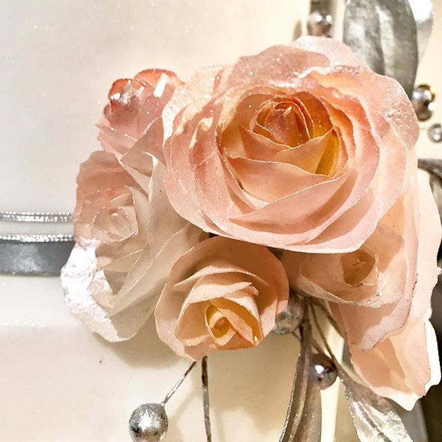 Sneak peek to Monica & Lawrence's Wedding Cake!  #bespokeweddingcakes  #sugarroses #ediblesugarart #sfwedding