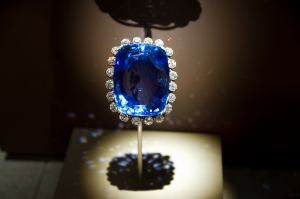 423 carat Logan Sapphire. One of the largest faceted blue sapphires in the world and is the heaviest mounted Gem in the National Collection. The Logan Sapphire was donated to the Smithsonian in 1960 where it is display surrounded in 16cts of brilliant cut white diamonds.