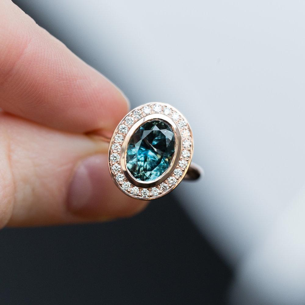 anueva.jewelry.3ct.Montana.diamond.bezel.halo.gold.engagement.ring-8.jpg