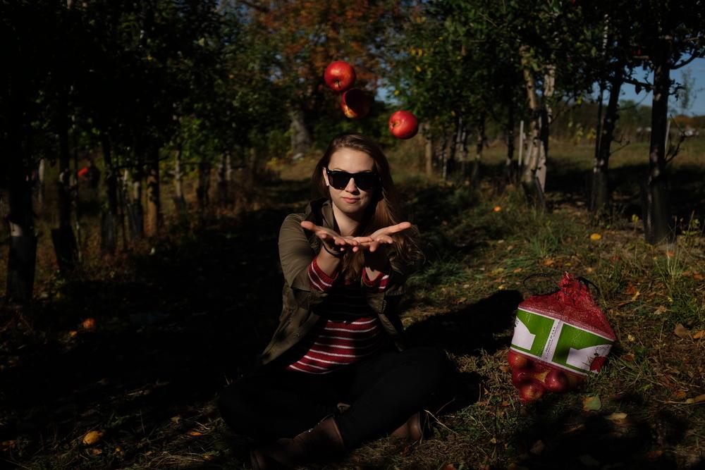 jugglingapples.jpg