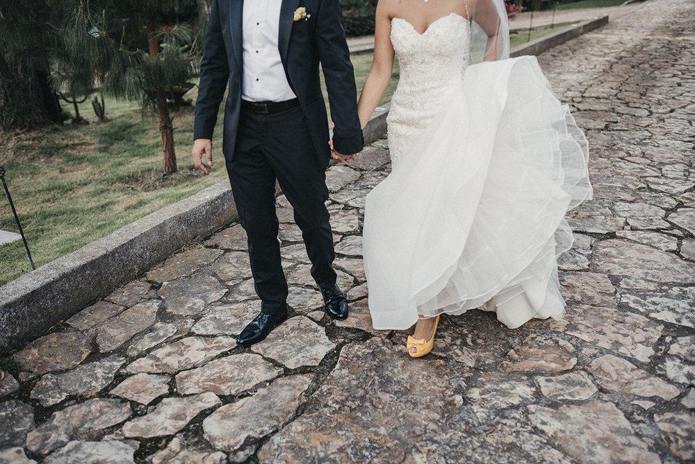 juliethbravo-wedding-planner-boda-amarilla-zapatos-matrimonios-destino-bogota-vestido-smoking.jpg