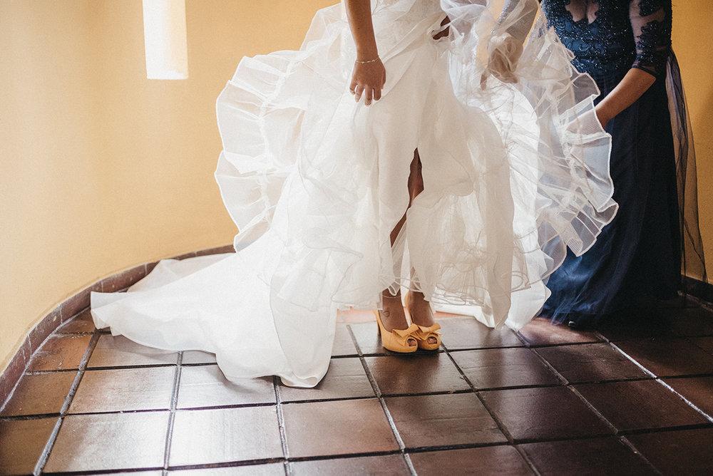 Julieth-bravo-zapatos-boda-destino-amarillo-matrimonio-mexico-bogota.jpg
