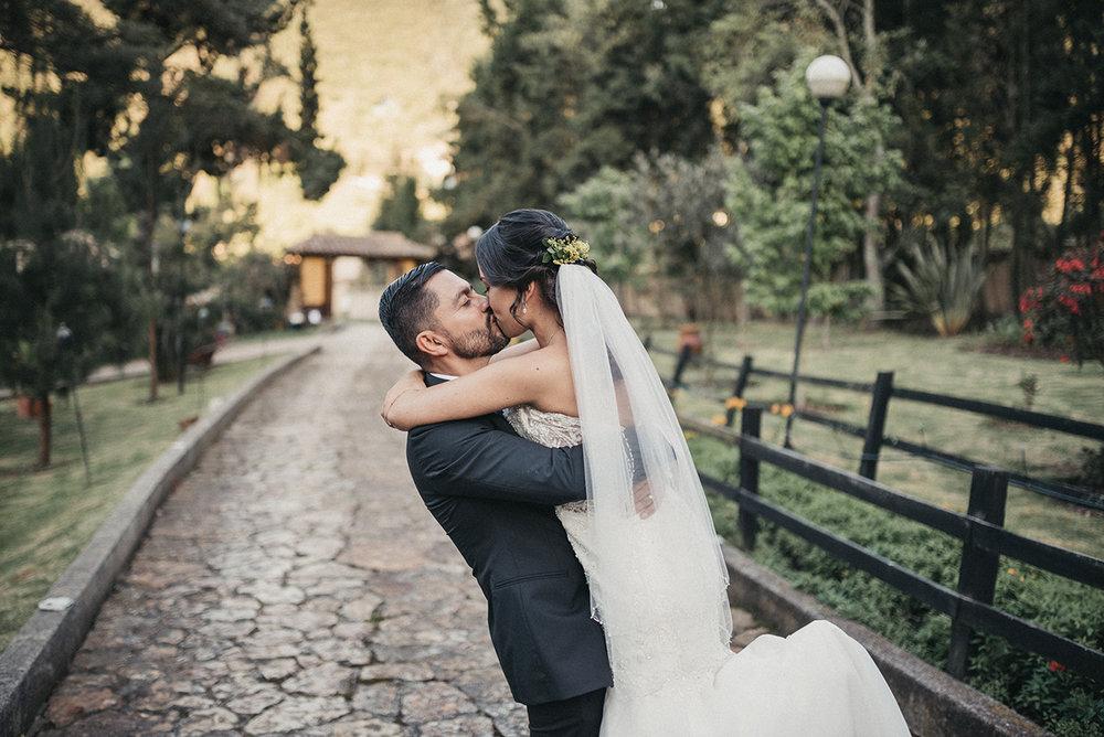julieth-bravo-boda-destino-novios-reciencasado-loopstudio-fotografos-matrimonios.jpg