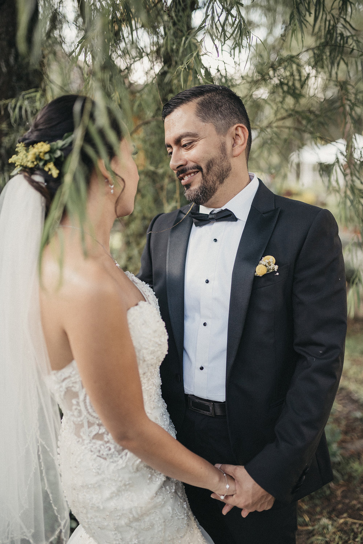 julieth-bravo-wedding-planner-bogota-mexico-boda-destino-novia-vestido -novio-smoking.jpg