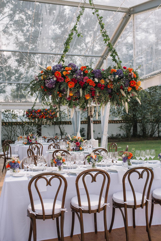 julieth-bravo-wedding-planner-bogota-destino-hacienda-fagua-arreglos-aereos-matrimonio-destination-wedding-decor-setup.JPG