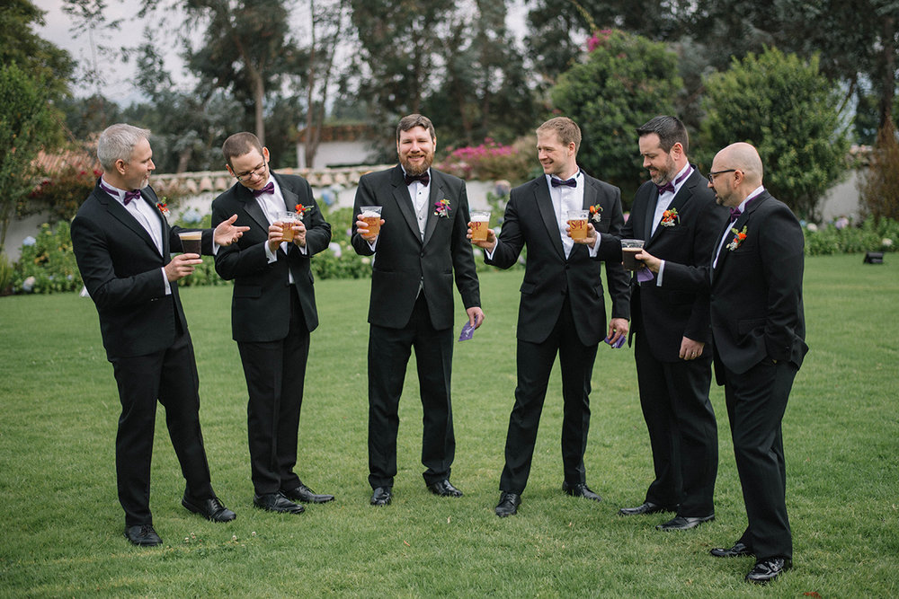 Juliethbravo-weddingplanner-groomsmen-love-destinationwedding-beer-cerveza.matrimonios-bogota-JPG.JPG