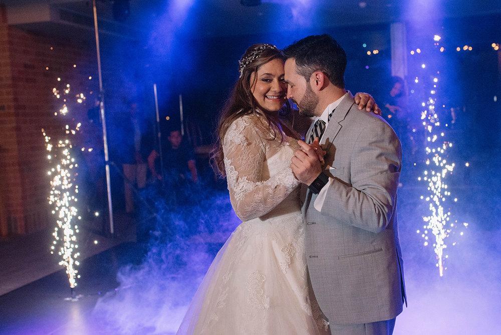 julieth-bravo-wedding-primer-baile-invitados-novia-club-guaymaral-doris-alvarez-fotografa-planner-guaymaral-cub-janoa-decoracion-bodas-colore-amor.matrimonio.JPG