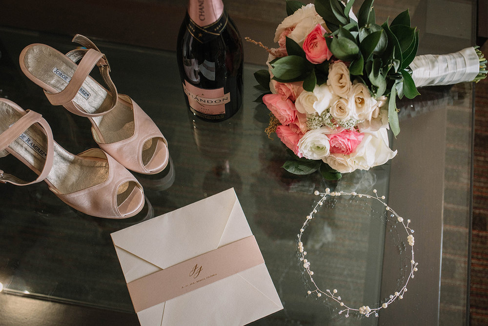 julieth-bravo-wedding-planner-date-design-invitaciones-chandon-haus-weddings-decor-bouquet-zapatos-novia-rosh-jorge-ramirez-bogota.jpg