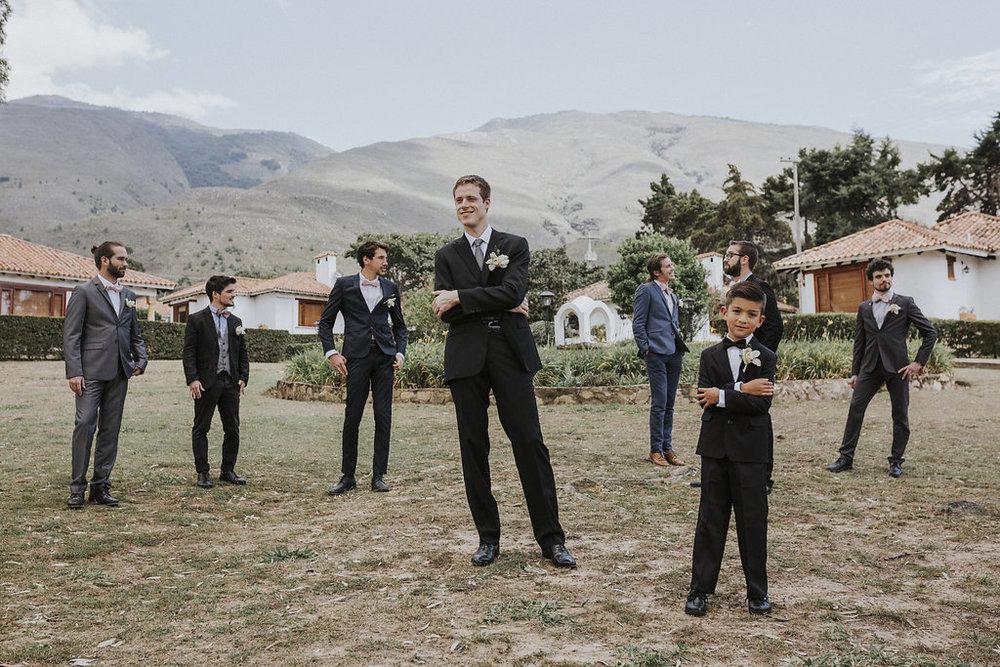 JULIETH-BRAVO-WEDDING-PLANNER-BODA-DESTINO-FRANCES-COLOMBIA-VILLADELYVA-GROOMS-COLOMBIA-MIAMI-PAGEBOY.jpg