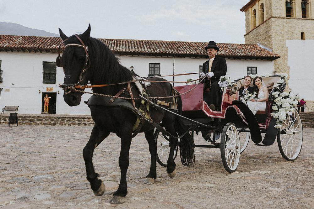 julieth-bravo-wedding-planner-nelyweeds-recien-casados-carroza-boda-destino-francia-colombia-boyaca-villadeleyva-matrimonio.jpg