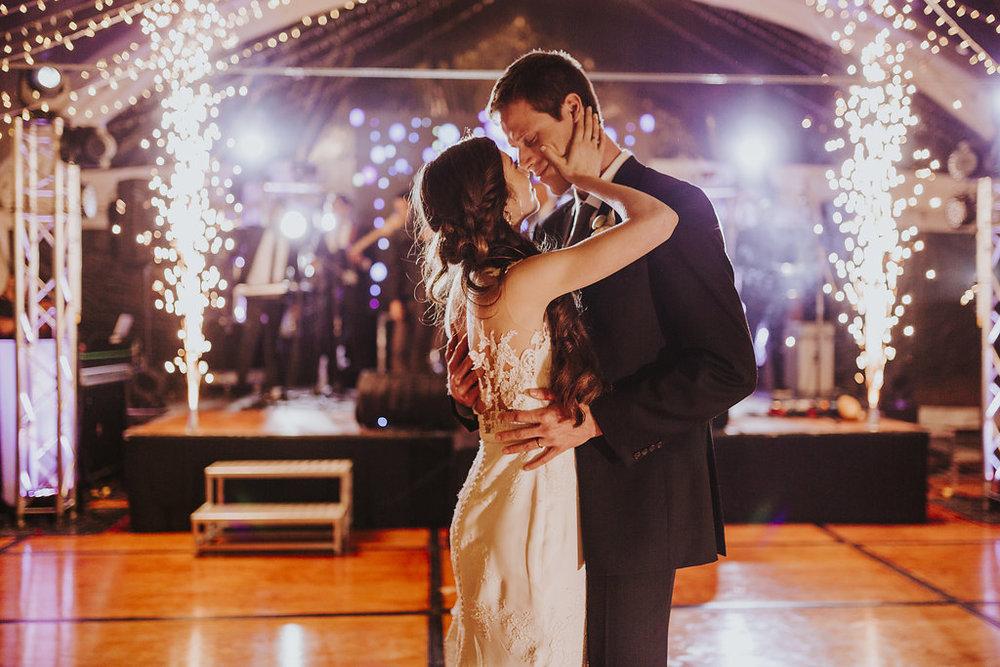 juliethbravo-wedding-planner-colombia-bogota-destino-matrimonio-cartagena-villadeleyva-bogota-destinatio-firstdance.jpg