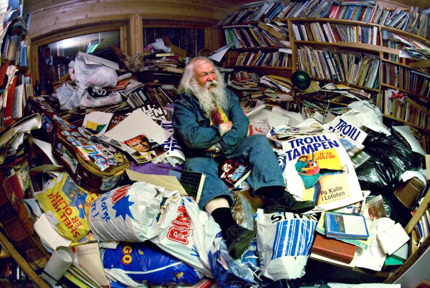 Slik så arkivet til Jack Berntsen ut mens han selv satt på det. Dette materialet var starten på dette prosjektet . Foto Lars E Bones