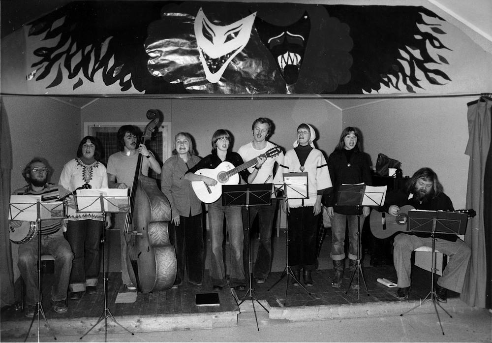 JACK OG LOVISA: Sang, musikk, konserter og festivaler. Men Lovisa markerte seg også kulturpolitisk, slik det fremgår av formålsparagrafen av 1976. Dette bildet er fra 1978. (Arkiv: Trolltamp.com)