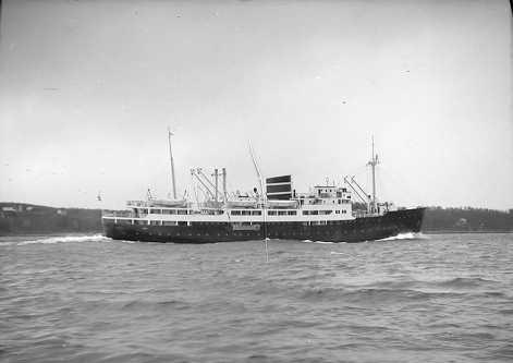 """TROFAST TRAVER: MS """"Erling Jarl"""" var eid av Det Nordenfjeldske Dampskipsselskap og gikk i hurtigrutefart fra 1949 til 1980 (Foto: Lyder Kvantoland)"""