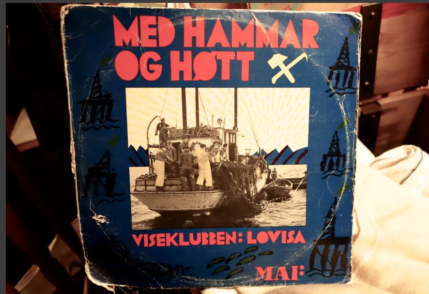 """KAMPSANGER: På LP-plata """"Med Hammar og Høtt"""" (1976) følger Jack og Lovisa opp med nye kampsanger, med titler som """"Nord for 62 - mot olje og førr fesk"""". (Foto/Arkiv: Trolltamp.com)"""