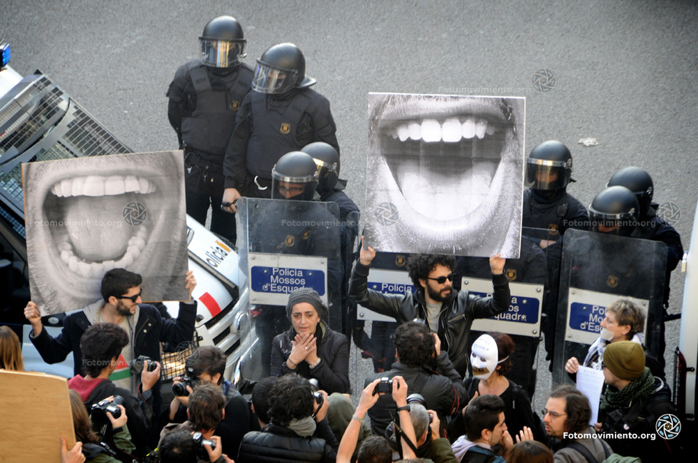 Fra Barcelonaaksjonen #SinMordaza. Foto: Enmedio.