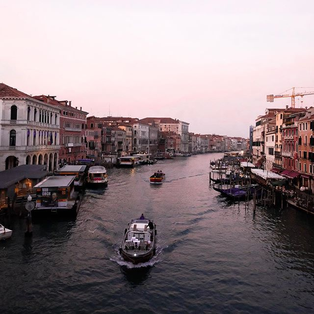 🚤 - New York used to be my favourite city, I'm not so sure anymore... - #venice #italy #sunset #architecture #architecturelovers #sea #city #travel #photography #travelphotography #vsco #vscocam #sunrise #beauty