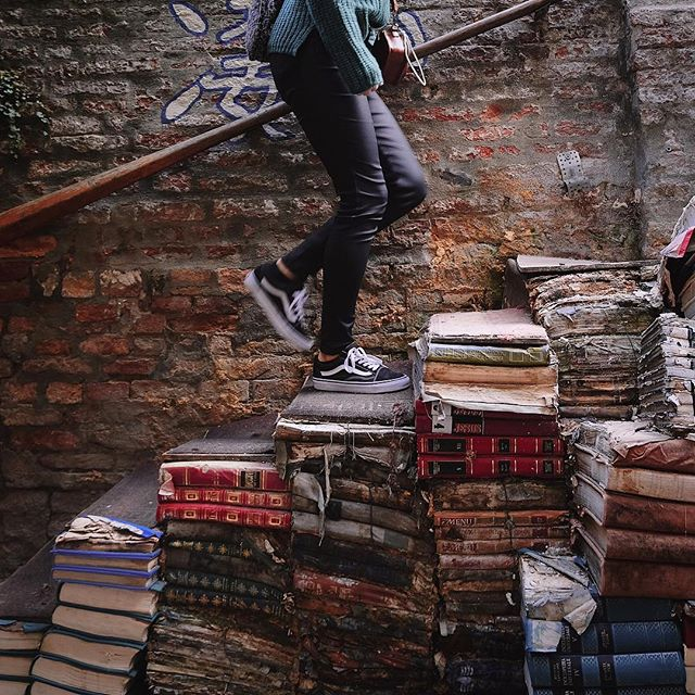 📚 - - #venice #bookshop #books #beauty #city #photography #vans #photography #italy #travel #sunset #travelling #travelphotography #views #vsco #vscocam