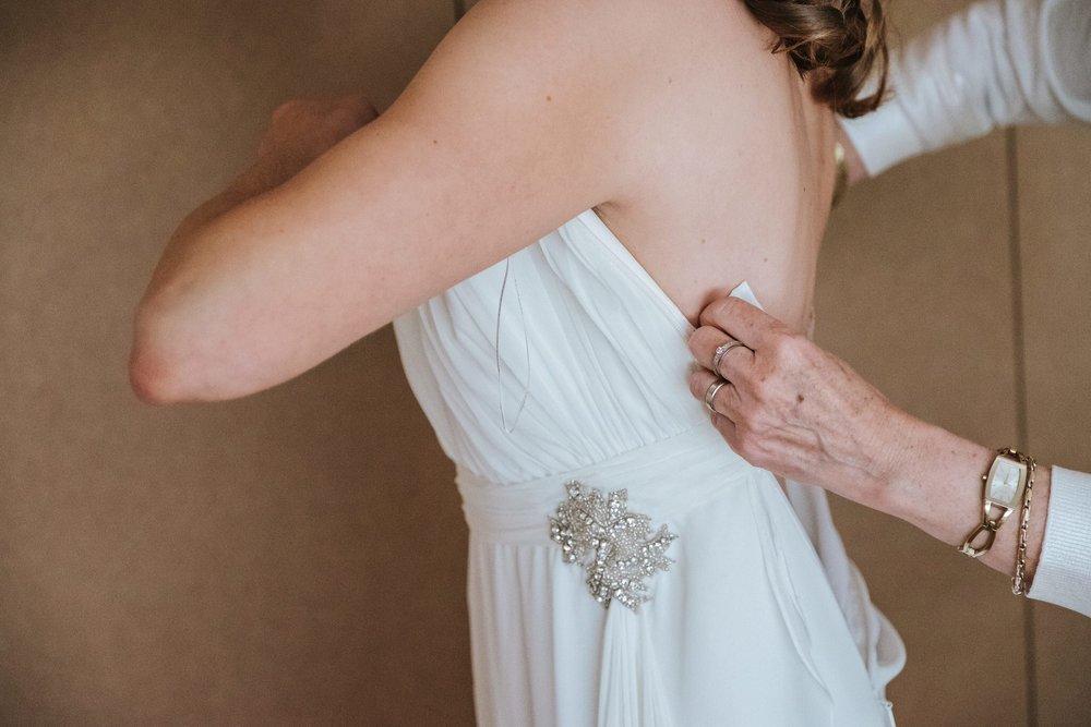 trouwkleed klaarmaken huwelijk