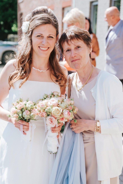 bruid en moeder huwelijk