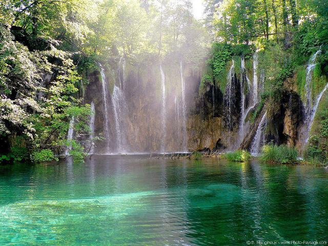 normal_croatia-plitvice_lakes-waterfall-7