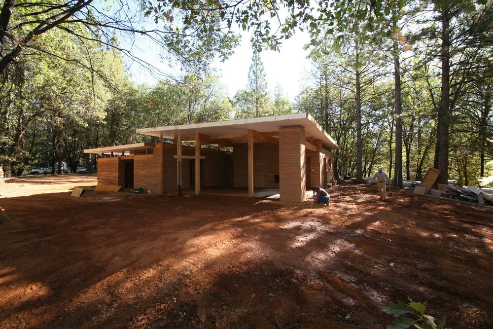 A contemporary rammed earth home in the mountains for Advanced home