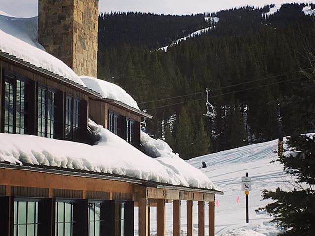 Wrapping up just in time for some skiing. Built by @pinnaclemtnhomes architecture by @plaadoffice #plaad#plaadoffice