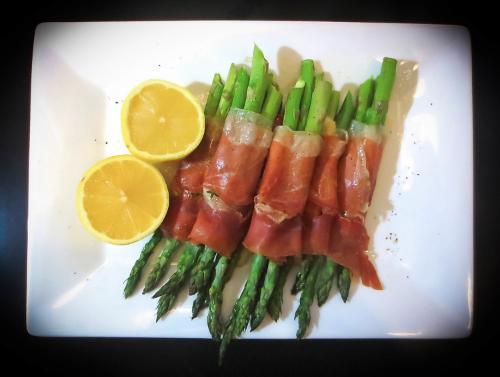 Prosciutto Wrapped Asparagus Bites