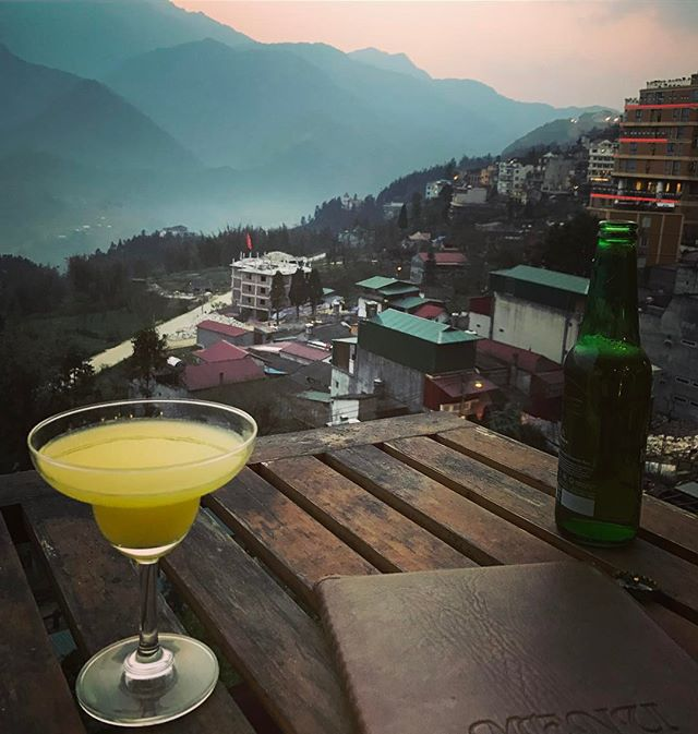 Drink with a view. 😍#vacation #sapa #vietnam #bevvy #friends #tuck