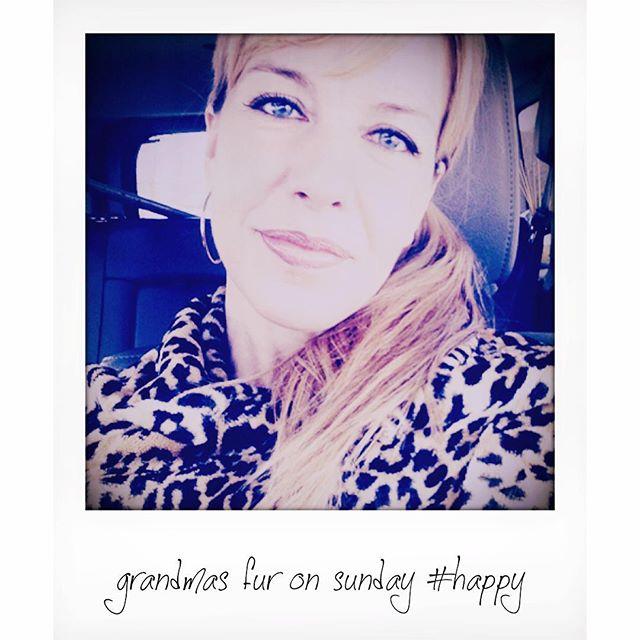 #represent #imtoosexyforthiscoat#noshaminsefie #missingrandma #heisjealousforme.  Happy Sunday ! #todayisthegreatestdayever