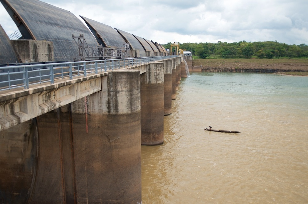 A fisherman guides his boat through the opened gates of Pak Mun Dam. | Ubon Ratchathani, Thailand