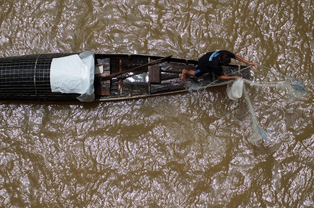 Pak Mun Dam fisherman 2.jpg