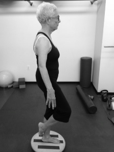 Louise Braunshweiger: single leg squats on the wobble board