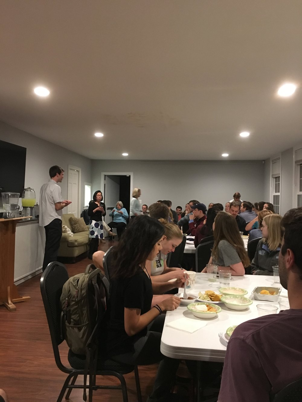 We hosted a dinner + speaker series on Monday nights called 4D dinners. This program brought students from different ministries together to hear about intersections of life, work and faith from alumni, community members and other guests.