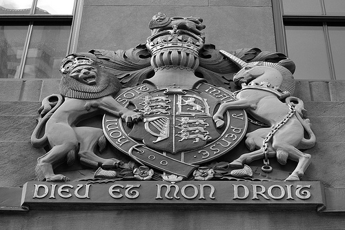 """Dieu et mon droit"" refers to the ""divine"" right of kings, and was ""adopted as the royal motto of England by Kind Henry V in the 15th century."" Info from Wikipedia / Flickr CC credit: chuckyeager"