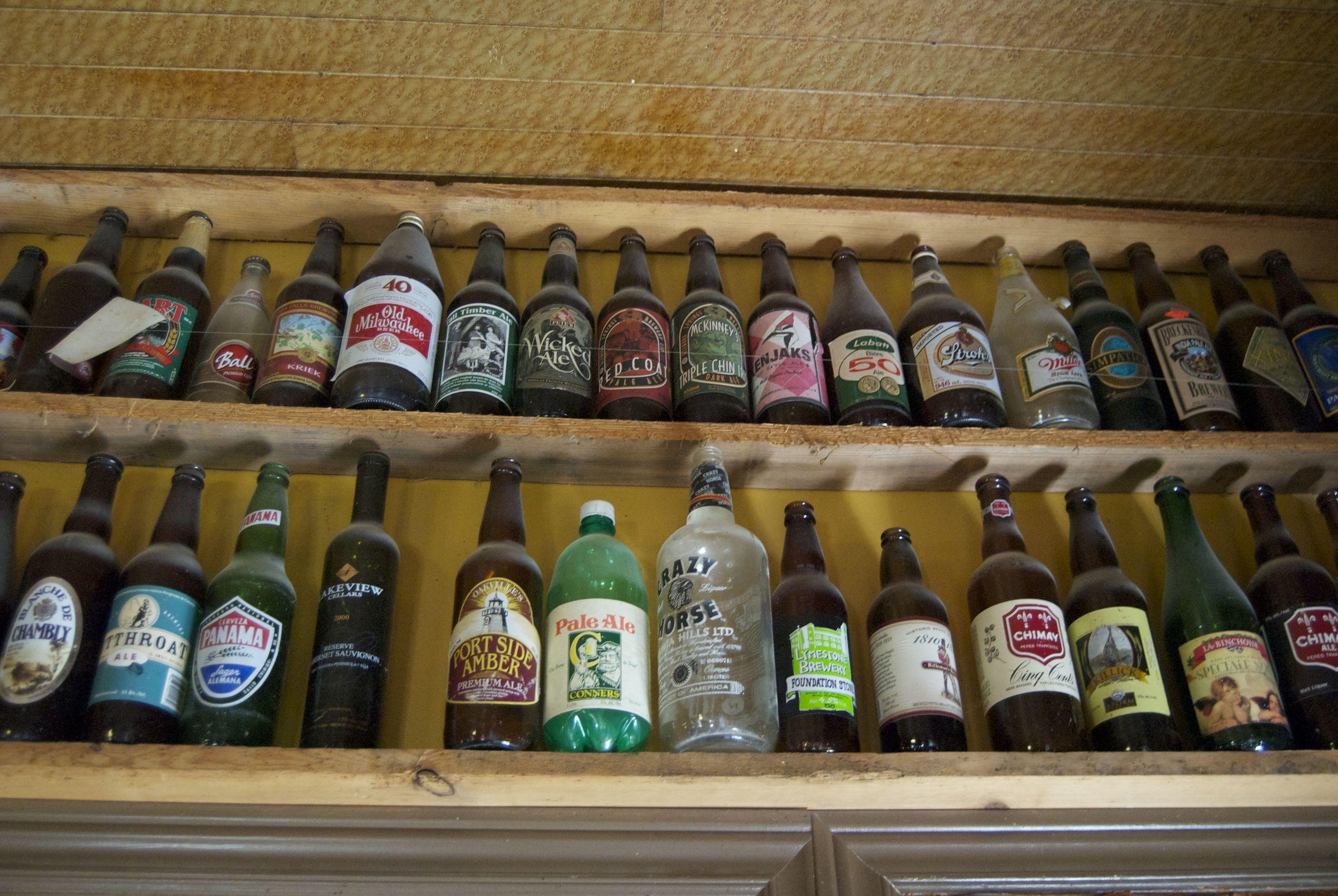 decorated-walls-beer-bottles