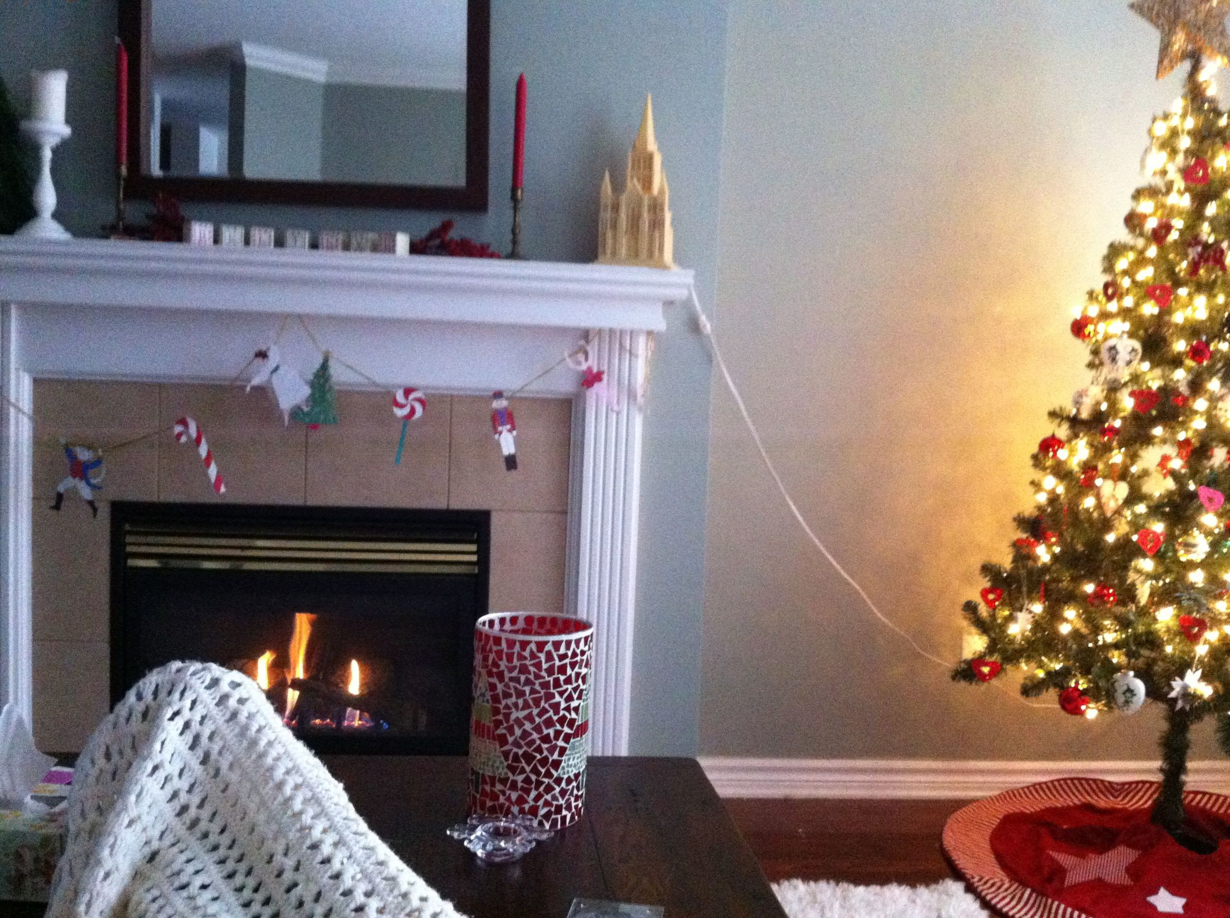 fireplace-and-christmastree
