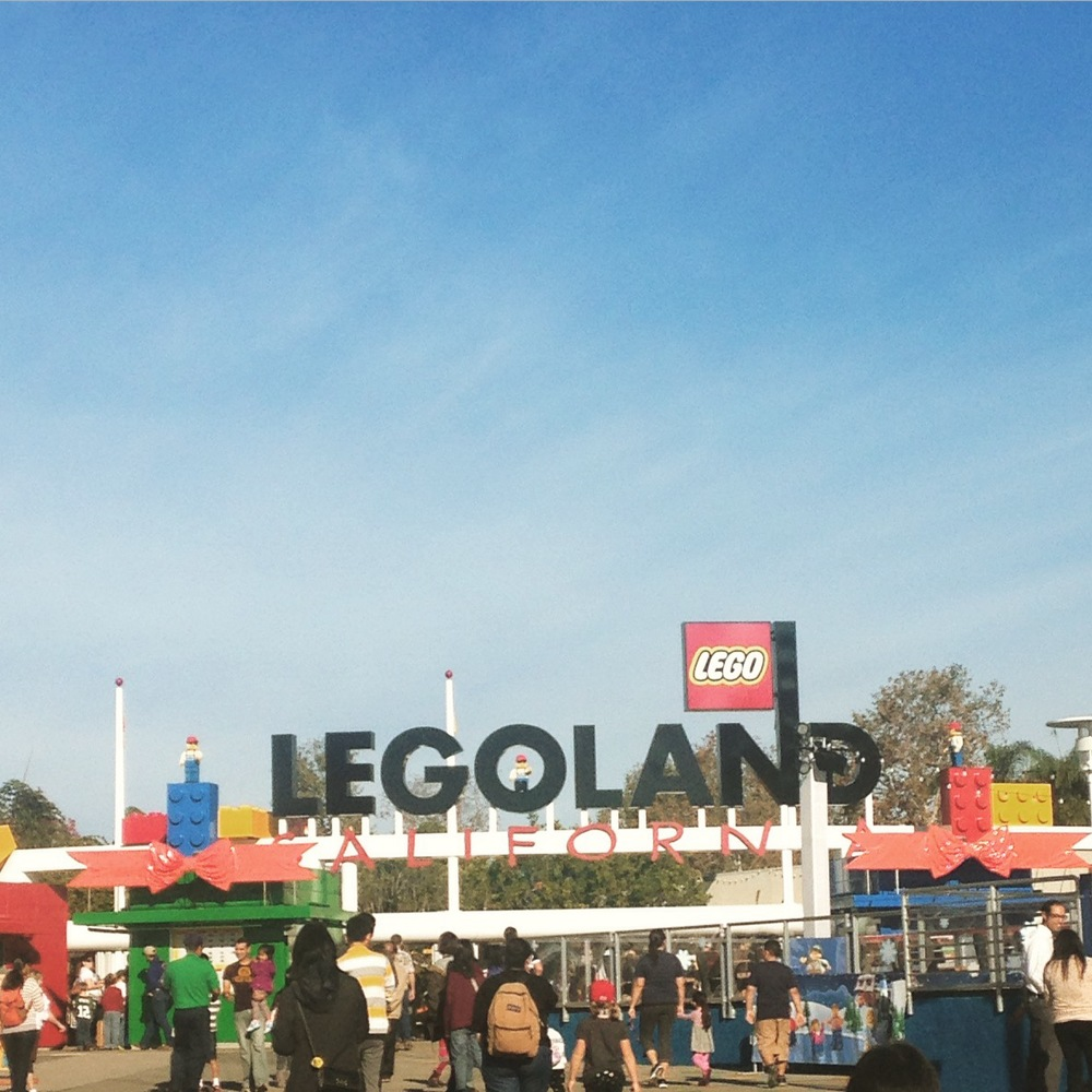 Your eyes aren't deceiving you: the holiday decorations at Legoland overlap the sign. Really.