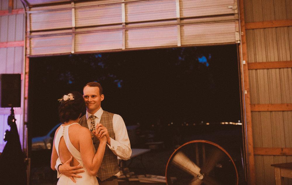 kansas city barn wedding-138.jpg