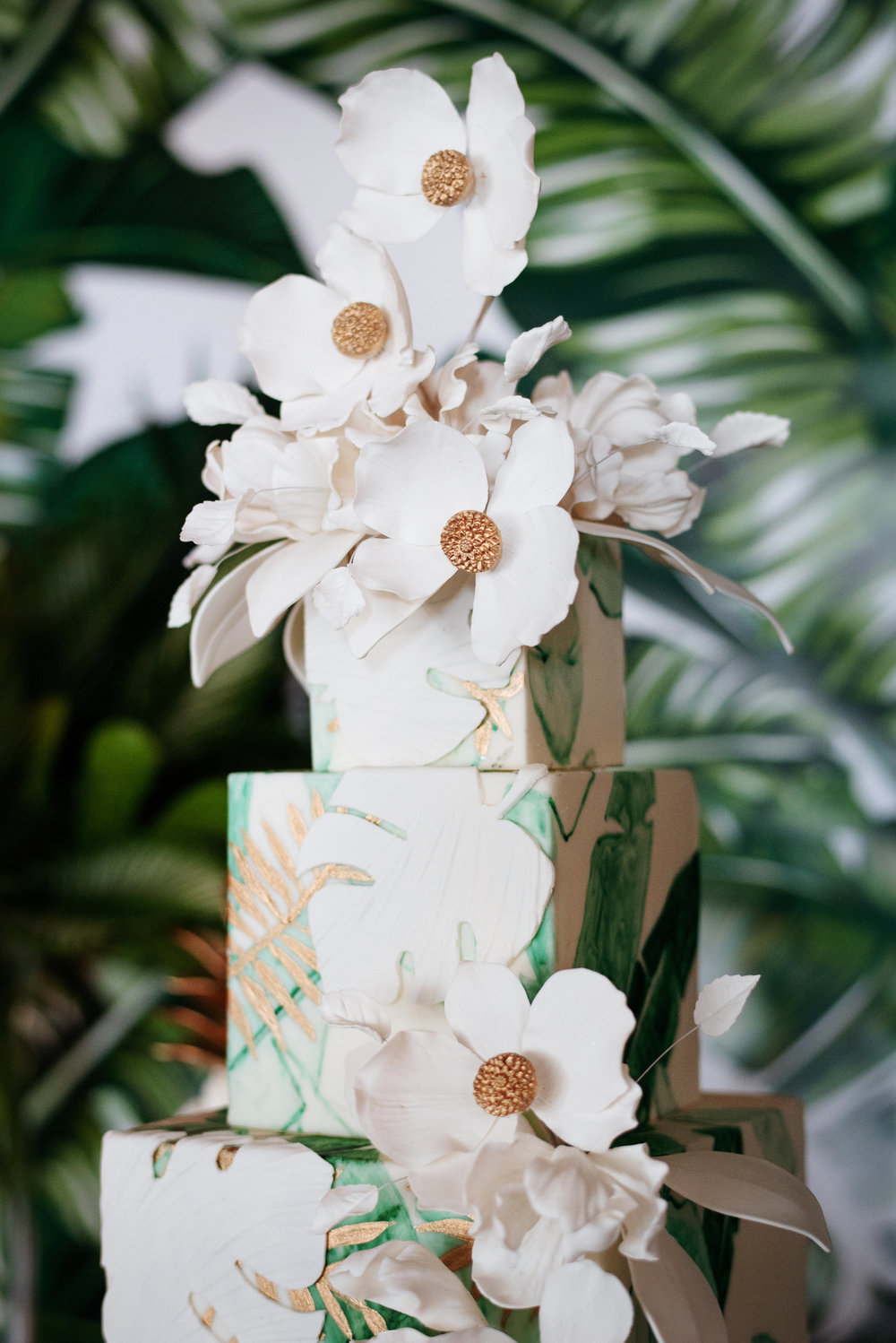 Modern tropical wedding cake - Palma Dolce (Wedluxe)