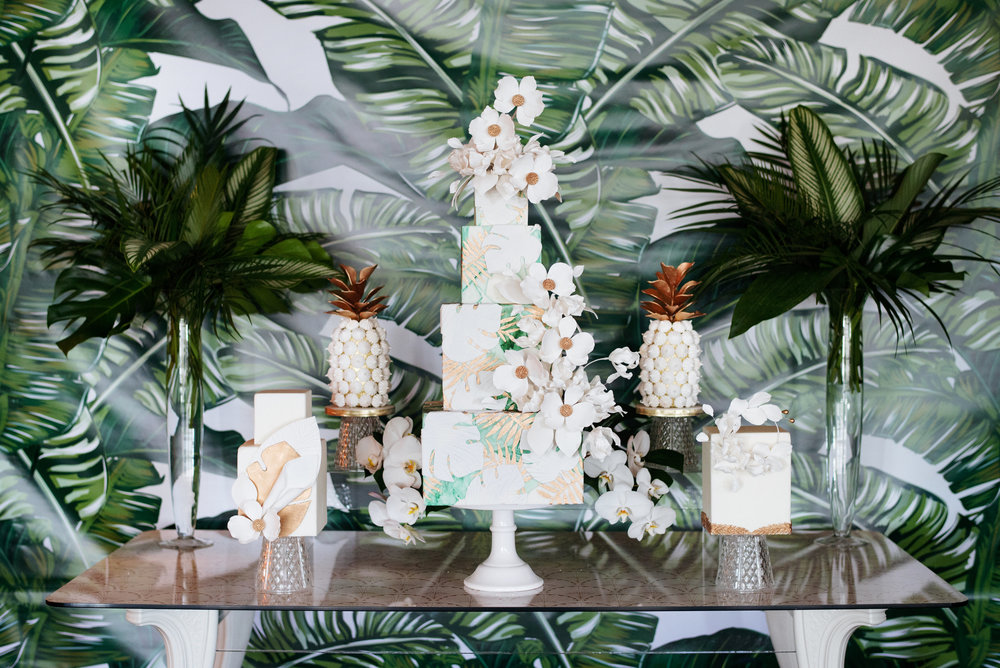 Modern tropical sweet table - Palma Dolce (Wedluxe)