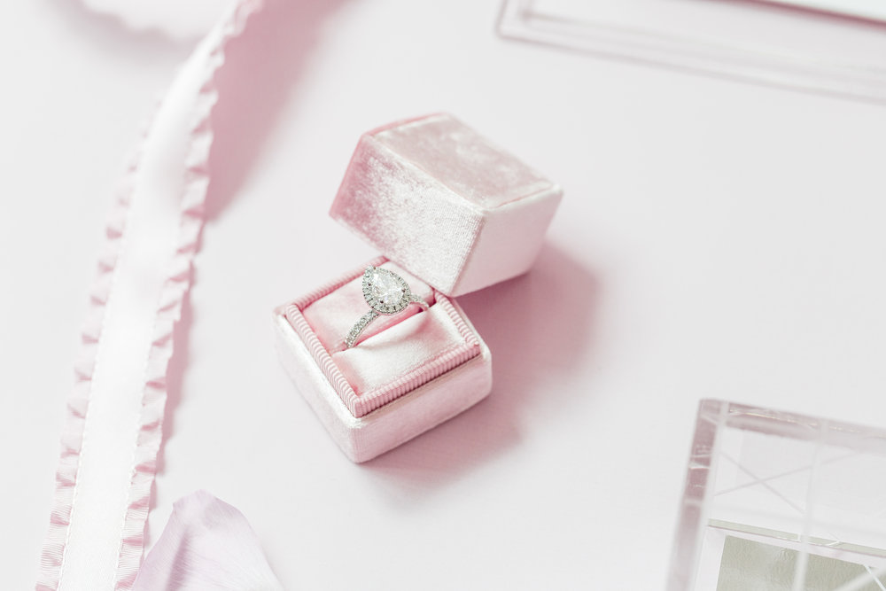 Pear shaped diamond - Dior Darling (Wedluxe)
