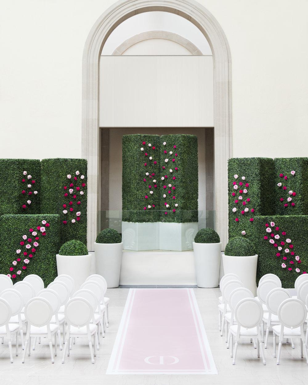 Garden ceremony - Dior Darling (Wedluxe)