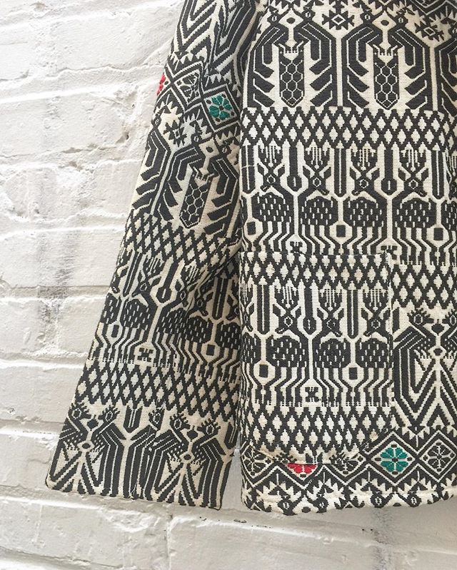 Close up: 70's Guato-Galo cotton jacket with beautiful animal pattern size L $64 #thatpoorgirlvintage #jaxvintage #jaxsmallbusiness #shoplocaljax #vintageshop #vintagestyle #vintageclothes #gatogalo #galo #guatemala #guatemalan #vintageguatemala #vintagejacket #cotton #ethnicstyle