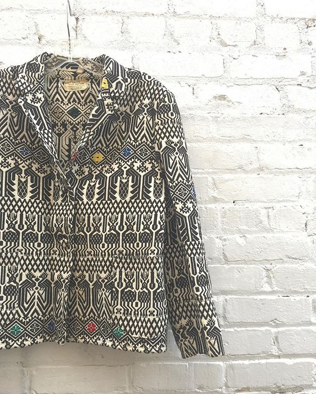 70's Guato-Galo cotton jacket with beautiful animal pattern size L $64 #thatpoorgirlvintage #jaxvintage #jaxsmallbusiness #shoplocaljax #vintageshop #vintagestyle #vintageclothes #gatogalo #galo #guatemala #guatemalan #vintageguatemala #vintagejacket #cotton #ethnicstyle
